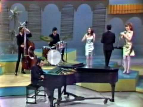 Sergio Mendes & Brasil 66 – Mas que nada (introduced by Eartha Kitt / Something Special 1967)